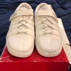 K-Swiss Classic white tennis shoes, size 3